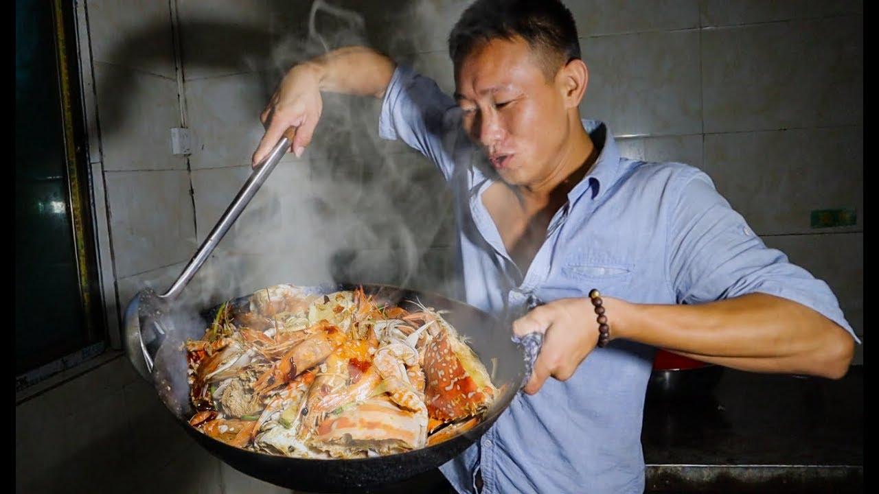阿壮煮了一道手抓海鲜,10斤满满一大锅,老婆馋的流口水