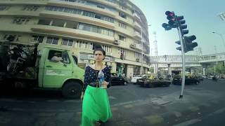 A girl walks around the streets of Mumbai for 1 hour