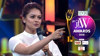 Pooja Kumar at JFW Awards 2018| Watched Viswaroopam 200 Hundred times