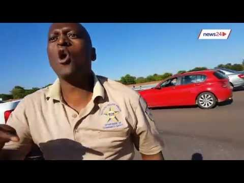 WATCH: Gauteng cop shoves motorist during roadside altercation