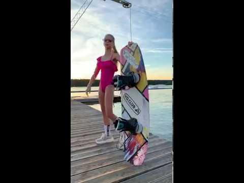 Download Гимнастка Ева Маркина на уличной фотосессии с Вейкбордом