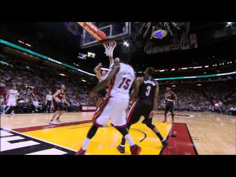 Chris Andersen Soars Over Chris Kaman For The Alley-Oop Finish