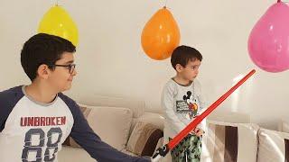 Buğra Pinyata Balonları Patlattı Berat Sürprizleri Topladı. Eğlenceli Çocuk Videosu