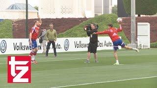Stars des FC Bayern spielen Handball - Anlässlich der Handball-WM in Katar