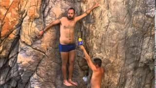 El salto de Mauricio Clark en La Quebrada, Acapulco