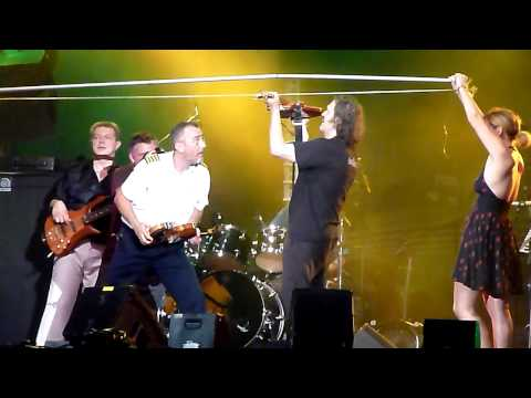 Emir Kusturica & The No-Smoking Orchestra - Violin Solo On Giant Bow (Live at Montreal Jazz Fest)