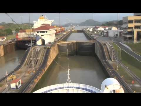 Taking the Family to the Panama Canal - Bill Gates