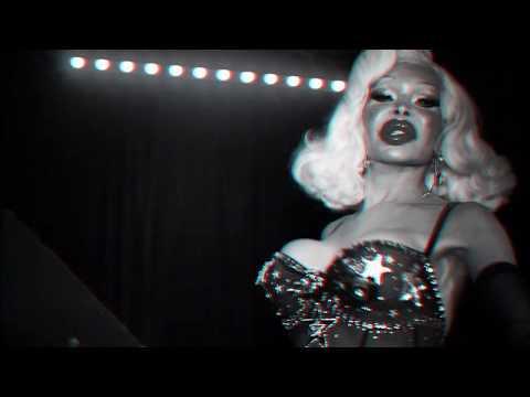 "AMANDA LEPORE: ""The Jean Genie"" (Official Music Video)❗️💋❤️💄"