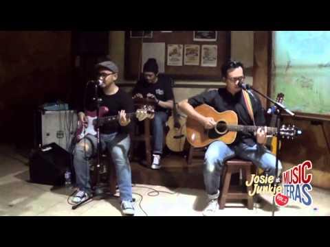 JOSIE JUNKIE (acoustic set) Live at CHIC'S MUSIK