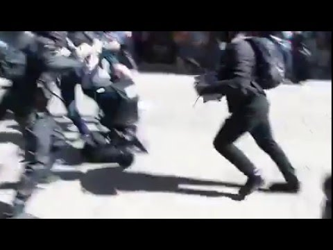 France: Police officer getting ambushed by protesters