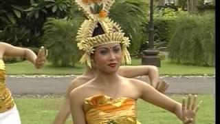 Rejang Dewa Dancing