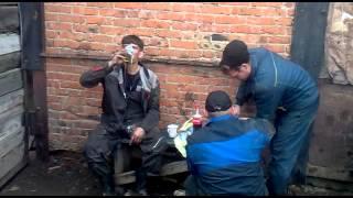 видео 4 банки сгущенки на спор