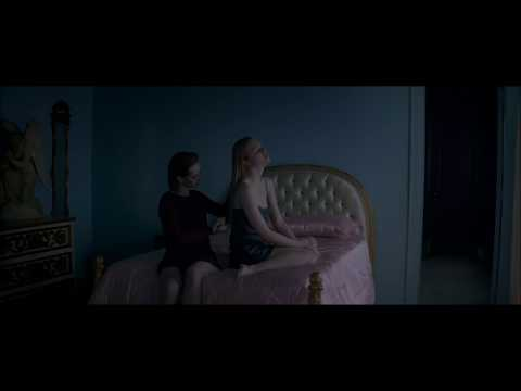 Elle Fanning and Jena Malone lesbian scene from The Neon Demon