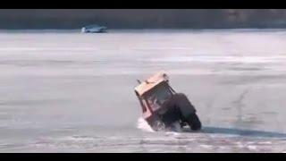Как под лёд уходят люди и машины (видео)