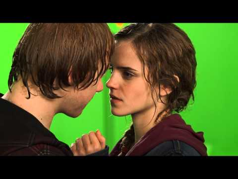 Thumbnail: Ron and Hermione BTS Kiss / HP Wizards Collection