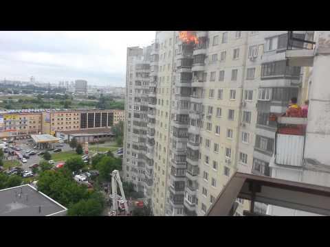 Сотрудники МЧС потушили пожар в новостройке на западе