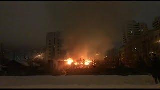В Казани на улице Кемеровской загорелся частный дом