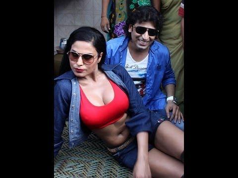 Veena Malik with prostitutes at Bombay's red light area Kamathipura. Promotes Zindagi 50 50