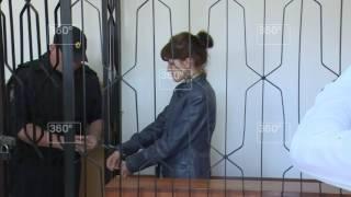 Пытавшуюся зарезать двух дочерей и мать женщину арестовали на два месяца