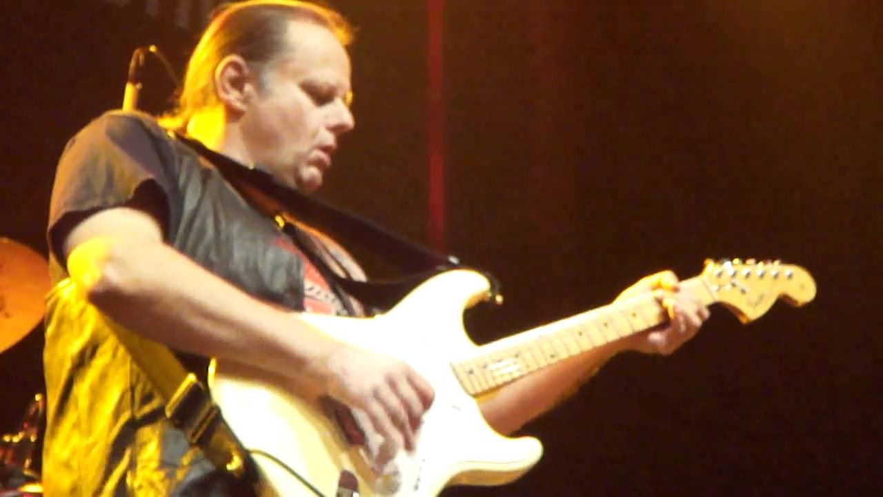 walter-trout-say-goodbye-to-the-blues-copenhagen-blues-festival-01-20-2010-mick-mulders