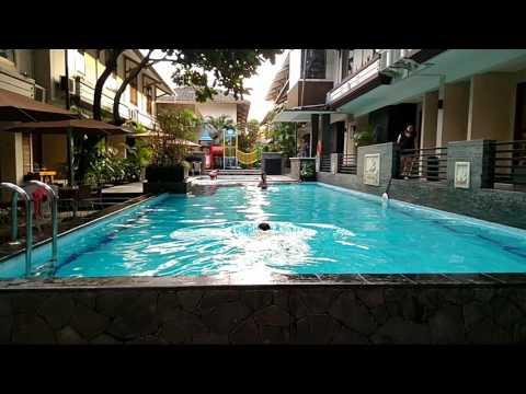Bandung hotel Gumilang...  Berenang sore-sore #KH