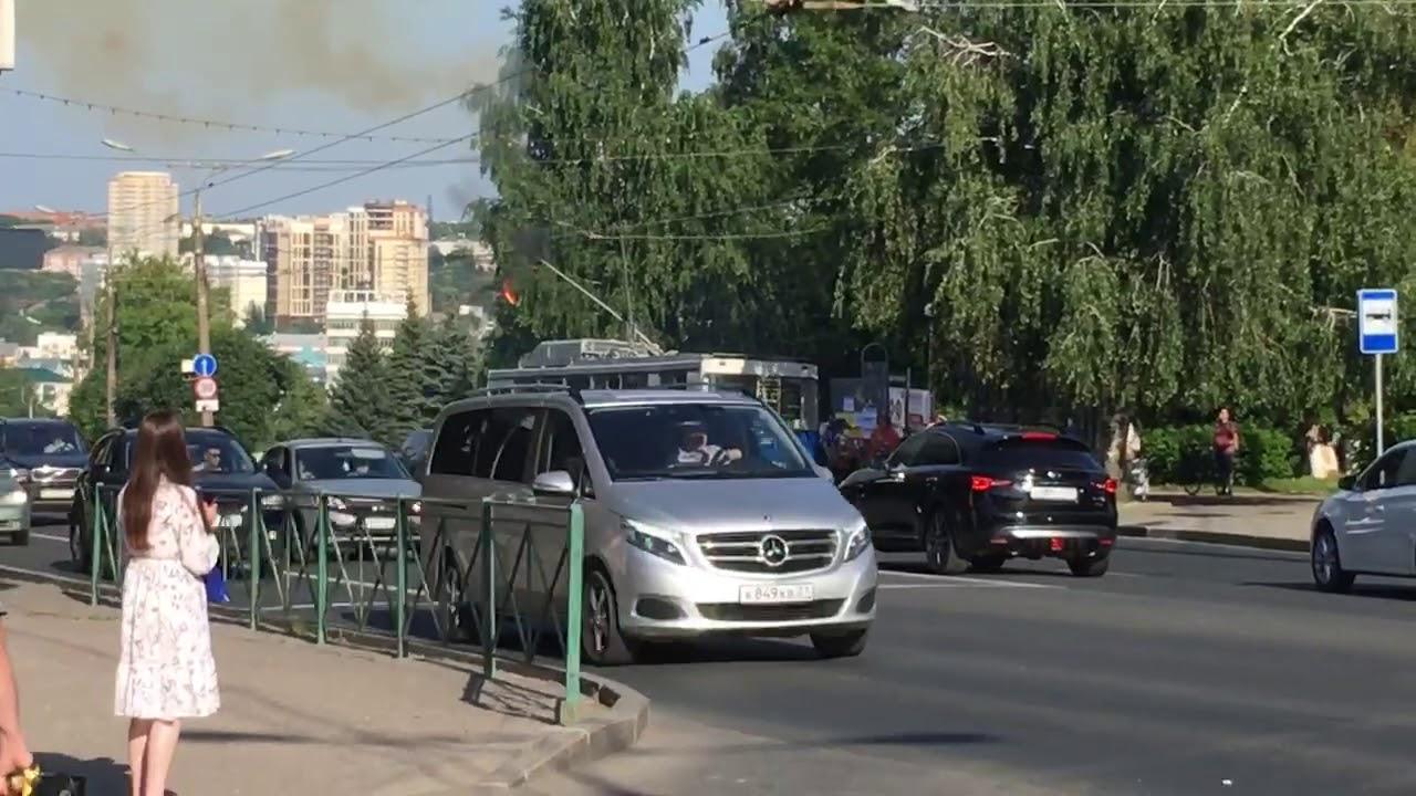 На Московском проспекте закоротило троллейбусные провода