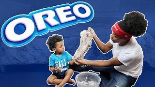TEACHING BABY CHRIS HOW TO MAKE OREO SLIME!!!!