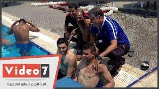 """سعد سمير يعلم """"عم حارث"""" السباحة فى الأهلى"""