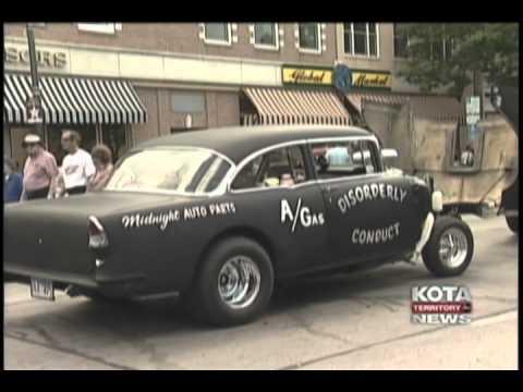 Antique cars cruise Rapid City.avi