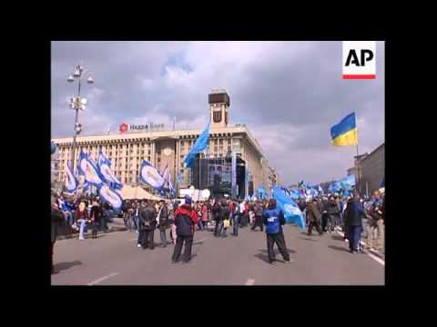 Yushchenko meets rival PM on political crisis