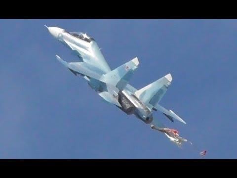 Одиночный пилотаж и сброс парашюта Су-30см Русские Витязи. Авиадартс-2019
