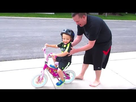 🚴Little Kid Riding a Bike without TRAINING WHEELS!👦