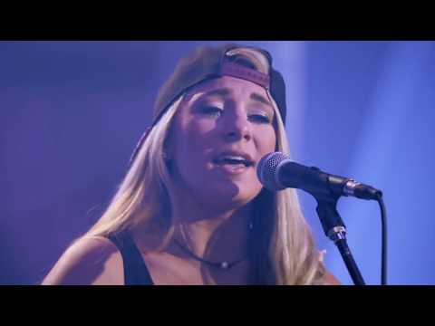 Julia Cole - Wide Open Spaces/ Independent (mashup) Audience Network - LIVE