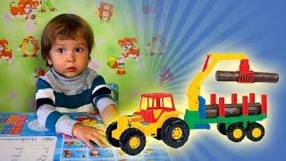 Игрушки машинки. Трактор с прицепом-лесовозом МанкитуИгры # 17(Манкиту - канал для детей. Видео для детей. Мальчик распаковывает игрушку Трактор, с прицепом-лесовозом...., 2015-09-13T11:28:41.000Z)