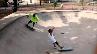 Manobras skate crianças + tombo