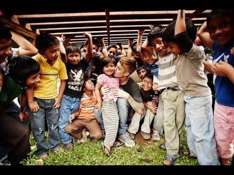 Justin Bieber Playing With Poor Slum Kids In India!!!