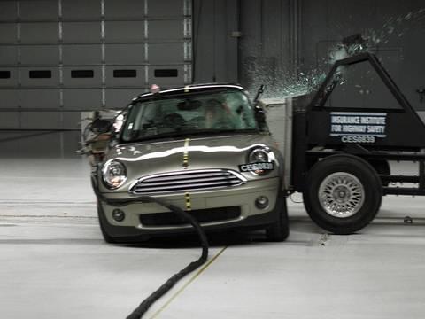 2008 Mini Cooper side test
