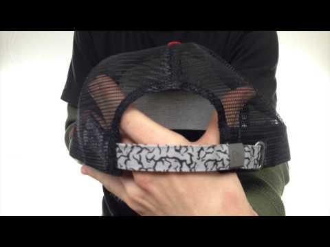 blackhawks-'elephant-hook-strapback'-hat-by-new-era