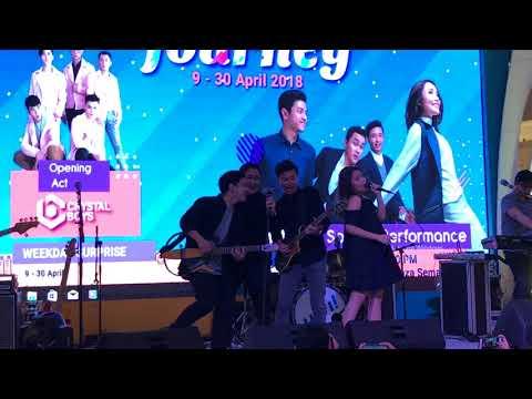 HIVI! - Indahnya Dirimu (LIVE at Plaza Semanggi 14th Anniversary 140418)
