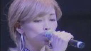 """Ayaka and Yossy perform a jazz version of Melodies in """"Showa Kayo T..."""