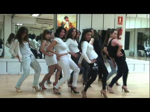 Enrique IglesiasLoco ft Romeo SantosBACHATA LADY STYLE wwwbailesurmadridcom