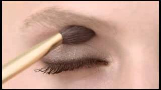 Estee Lauder - How to Create an Effortless Eye Look Thumbnail