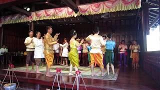 28.06.2017. Камбоджа. Сиемреап. Камбоджийские народные песни и танцы