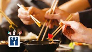 Tranh cãi việc dùng đũa gắp thức ăn cho nhau