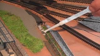 Spur N Modellbahn heute Weiterbau des alten Gleises, im BW, mit Gast zusammen Teil 1