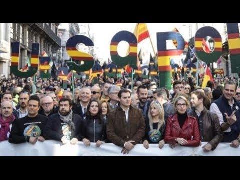OVACION de la POLICIA y GUARDIA CIVIL a ALBERT RIVERA e INES ARRIMADAS a grito de ¡¡PRESIDENTE!! thumbnail