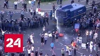 Смотреть видео В Румынии жандармы разогнали людей, недовольных экономическим положением - Россия 24 онлайн