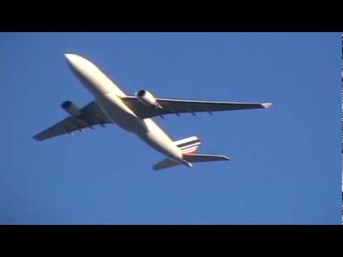 What causes descending aircraft to make a noise like a giant
