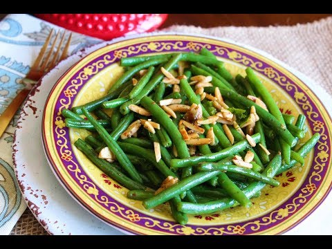Sauteed green beans with roasted garlic and almonds