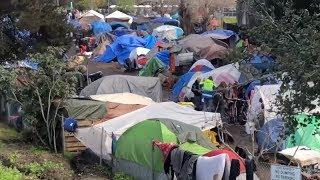 Угроза вспышки холеры в США - бездомные в палаточном лагере - Санта Круз, Калифорния